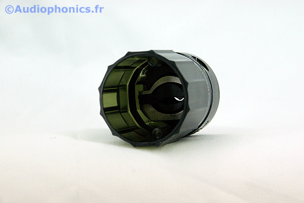 https://www.audiophonics.fr/images2/4754_FURUTECH-FI-E38(R)_3.jpg