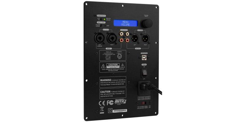 Le module d'amplification subwoofer SPA500DPS vue de face présente 1 entrée RCA, 1 sortie RCA, 1 Entrée XLR, 1 sortie XLR, écran, bouton de contrôle et indicateur de tension