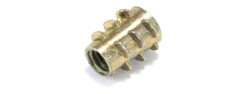 Insert pour bois zinc M4x10x7mm (Unité)